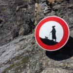 Curioso segnale di divieto