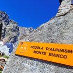 Ferrata Rifugio Monzino 2 signpost to the hut