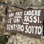 Ferrata Stella Alpina 32 cartello caduta sassi