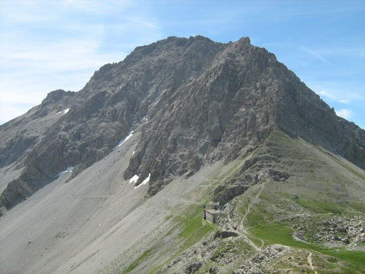 Passo della Mulattiera with the ledge clearly visible