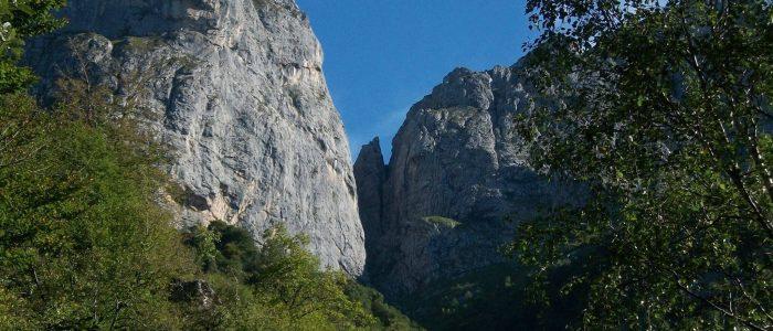 Sentiero Attrezzato della Val Cassina 9 avvicinamento sasso cavallo e sasso carbonari